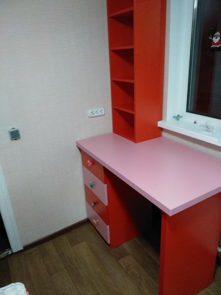 Детская на заказ стол стеллаж красная розовая