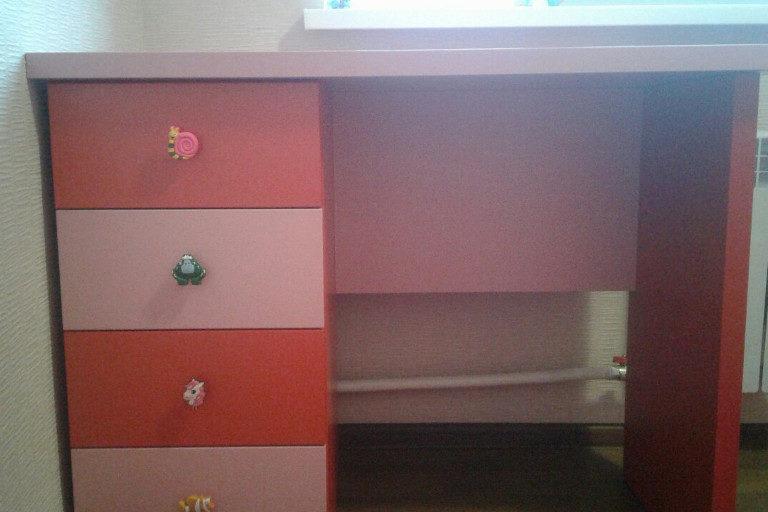Детская мебель на заказ стол красный розовый