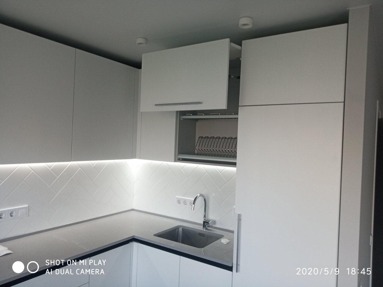 Кухня на заказ белая угловая 0520-51