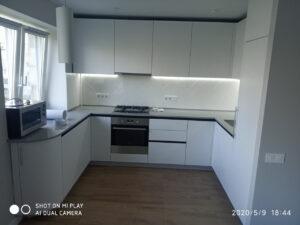 Кухня на заказ белая угловая 0520-52